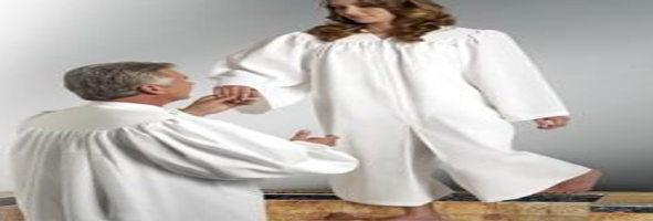 Do baptist ministers wear robes